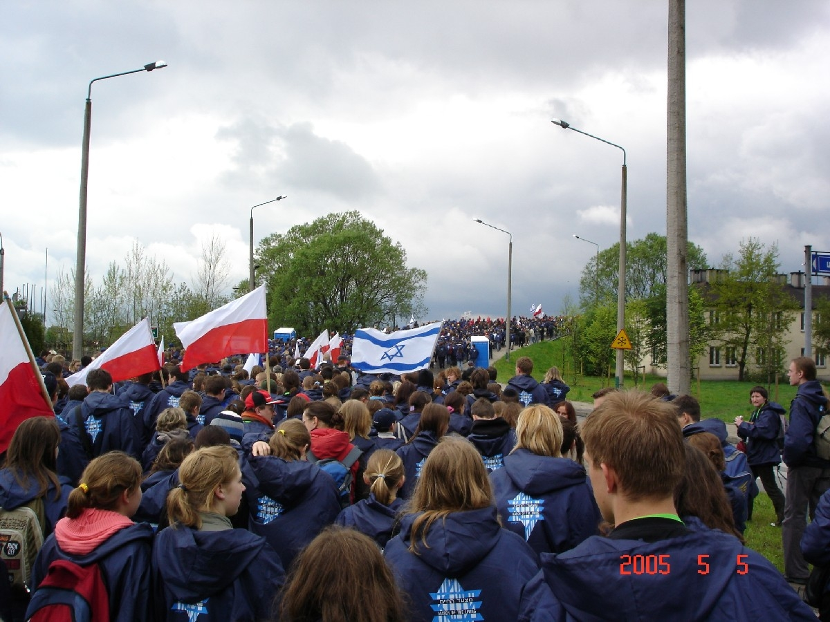 Polish students show solidarity with their Jewish counterparts